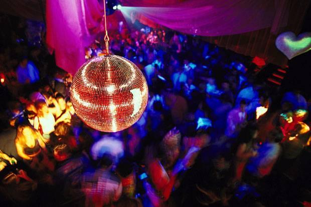 Una serata in discoteca con gli amici - 3 part 8